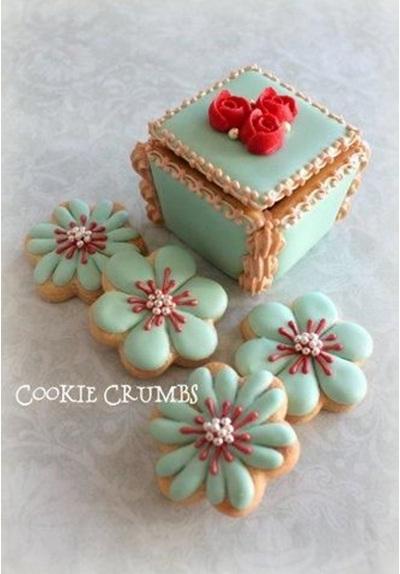 Box and Flowers. Desain kue kering bentuk kotak dan bunga.