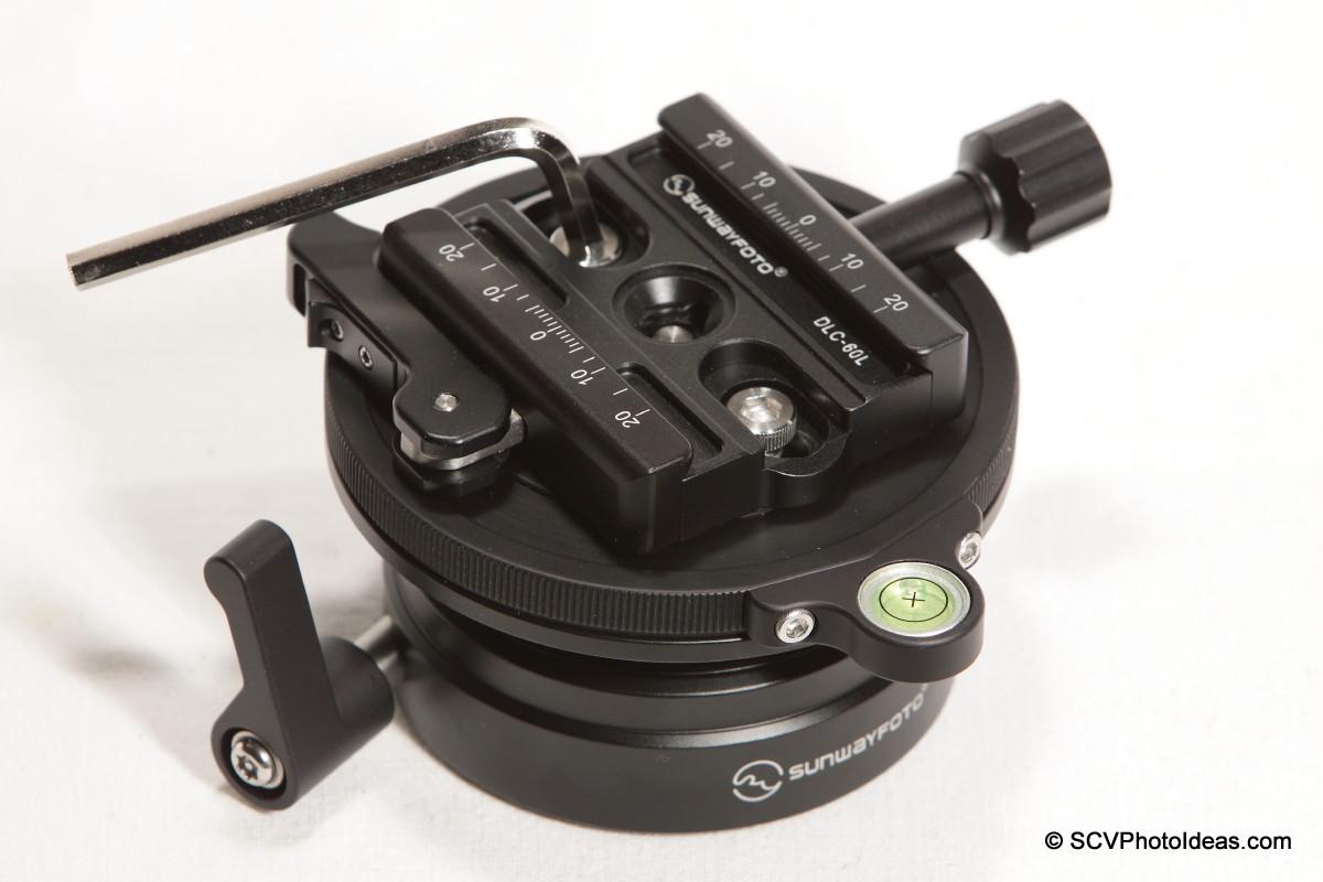 Sunwayfoto DYH-90 - DLC-60L Duo QR clamp installation