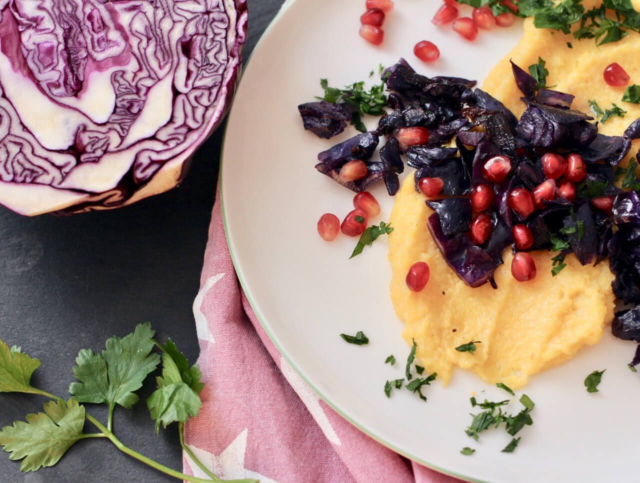 Rezept für Polenta mit Rotkraut und Granatapfel