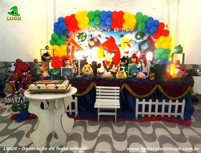 Decoração da mesa do bolo de aniversário tema Angry Birds - Festa de aniversário infantil na Barra-RJ