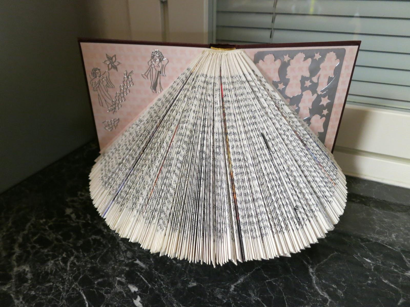 Askartelua Vanhoista Kirjoista