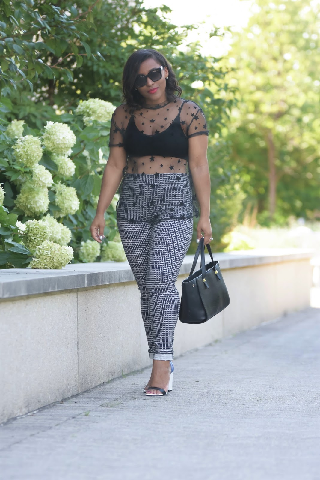 Mesh tops, star prints, armandhugon, dc bloggers, latina bloggers, fall looks, all black looks, fall outfit ideas, star printed tops, shoes of prey