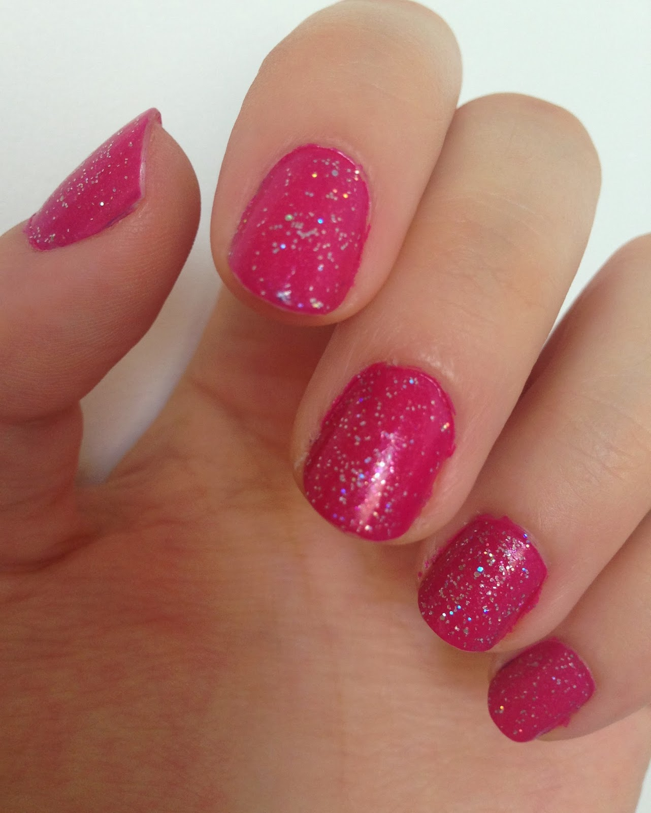 SPARKLY PINK NAILS