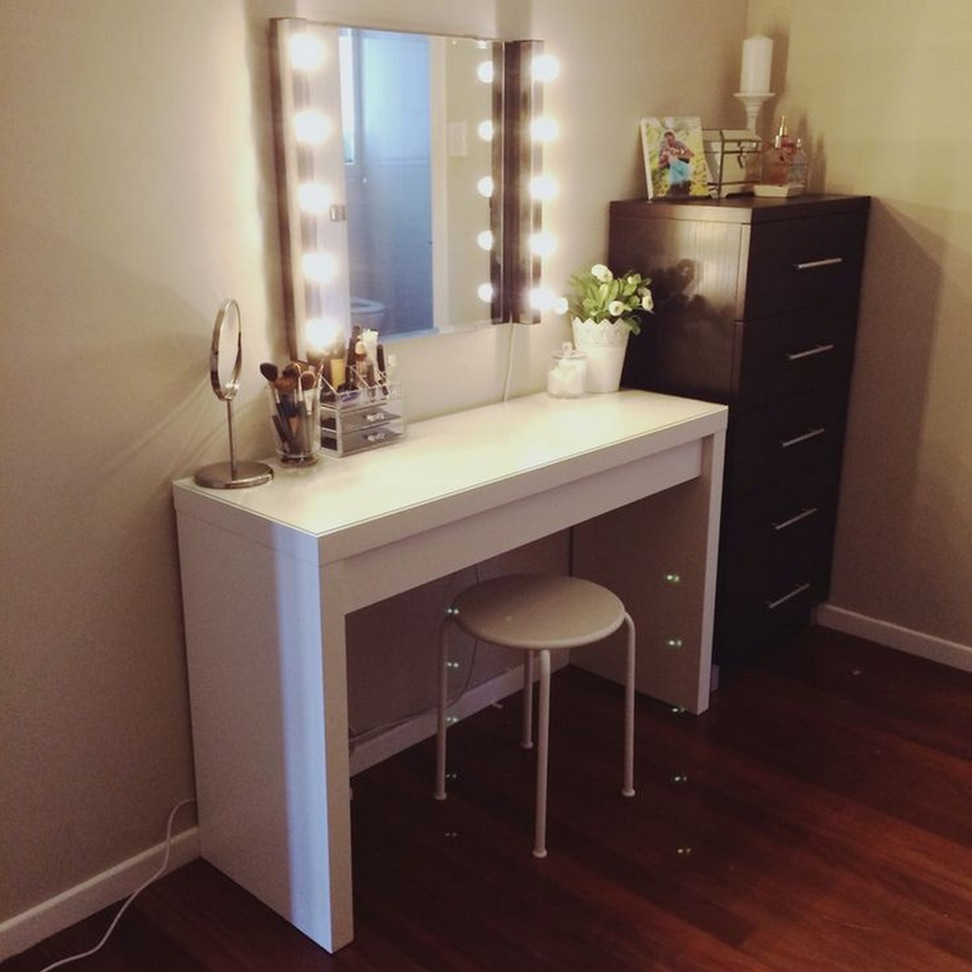 vanity table with lighted mirror and bench. corner vanity table with lighted mirror design stool bench 11 Space Saving Corner Vanity Table Storage