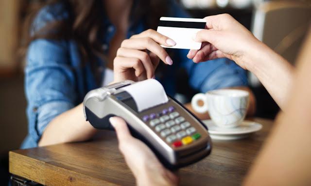Αλλαγές στο αφορολόγητο με αυξημένη χρήση πλαστικού χρήματος