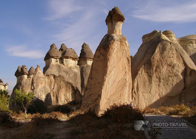 Swój obecny kształt Kapadocja zawdzięcza procesom erozyjnym powodowanym przez wiatr, deszcze i wodę.