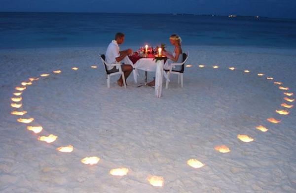 How to arrange candle light dinner