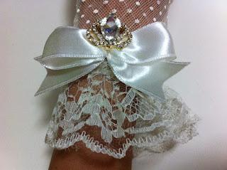http://urun.n11.com/dugun-aksesuar/paper-faces-ekru-tul-dantel-eldiven-kristal-tasli-tac-aksesuar-P35706322