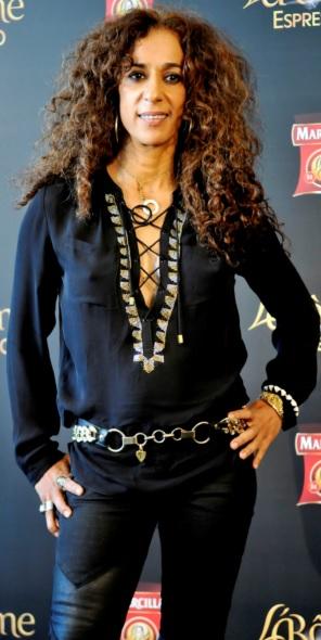 Foto de Rosario Flores vestida de negro