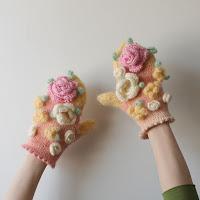 https://laukkumatka.blogspot.fi/2018/03/kukkaiskatoset-bouquet-mittens.html
