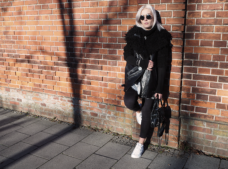 Fashion-Mode-Fashionblog-Modeblog-München-Muenchen-Deutschland-Nike-Nike Huarache-Sneakers-White Sneakers-Lace-OOTD-Outfit-Look-Style