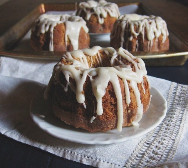 pumpkin ginger bundt cakes with brown butter glaze | une gamine dans la cuisine