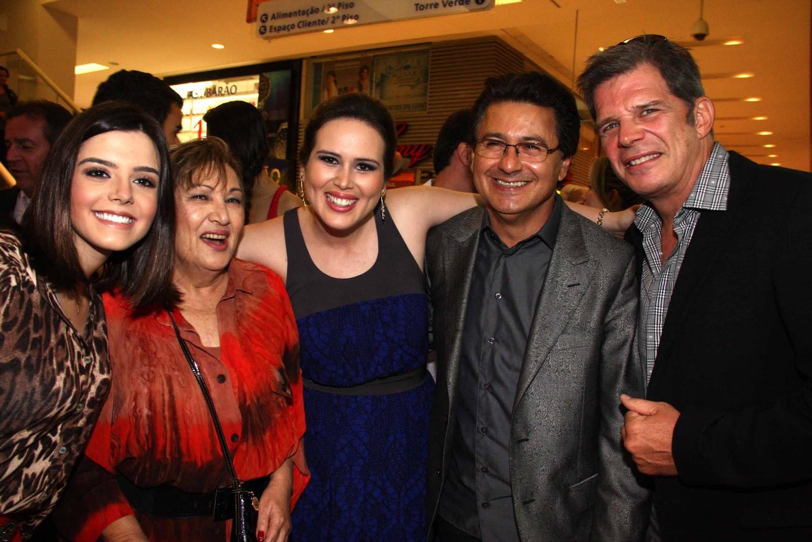 Aline Diniz recebe Raul Gazolla e Giovanna Lancelott na noite de inauguração.  Hoje é dia de Wanessa Camargo 80eacaff5e