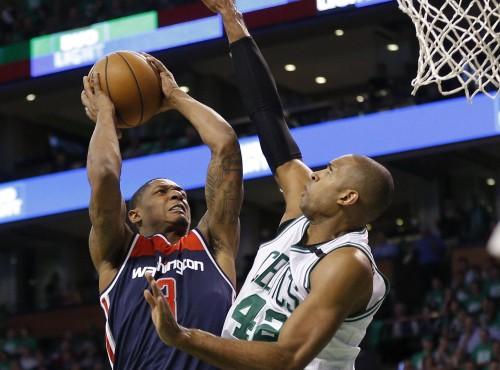 Con 19 puntos de Holford, Boston vence a Wizards