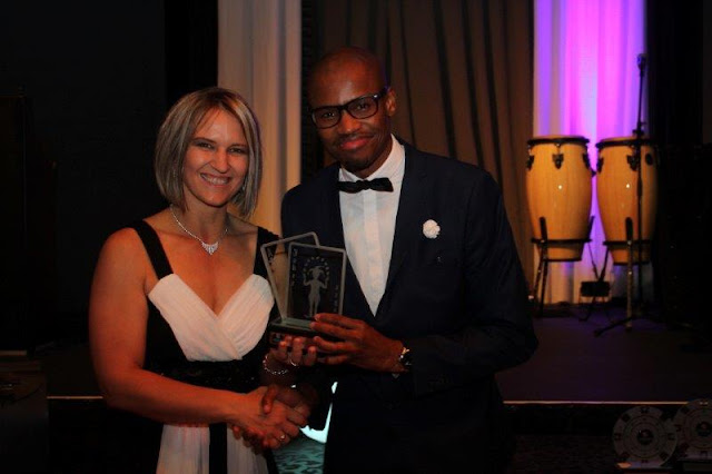 Nadia Postma (Montecasino Tables Secretary) handing trophy to Tando Guzana Dealer Champion of the year 2017.