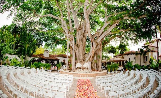Circle Seating Arrangement For Beach Wedding: Ocean Flowers / Divine Design By Guerdy: AZCARATE WEDDING