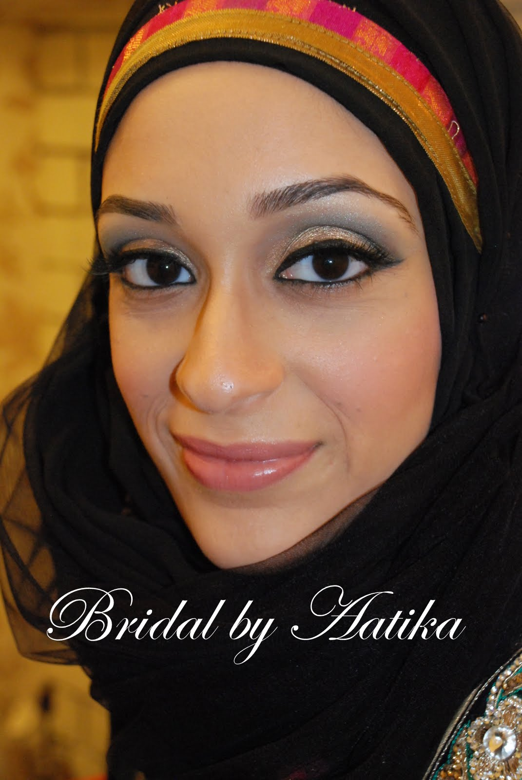 Lihatlah betapa cantiknya dia terlihat dalam gaya sederhana ini. Wajah oval  cocok semua gaya hijab dan ... 8079cef12a