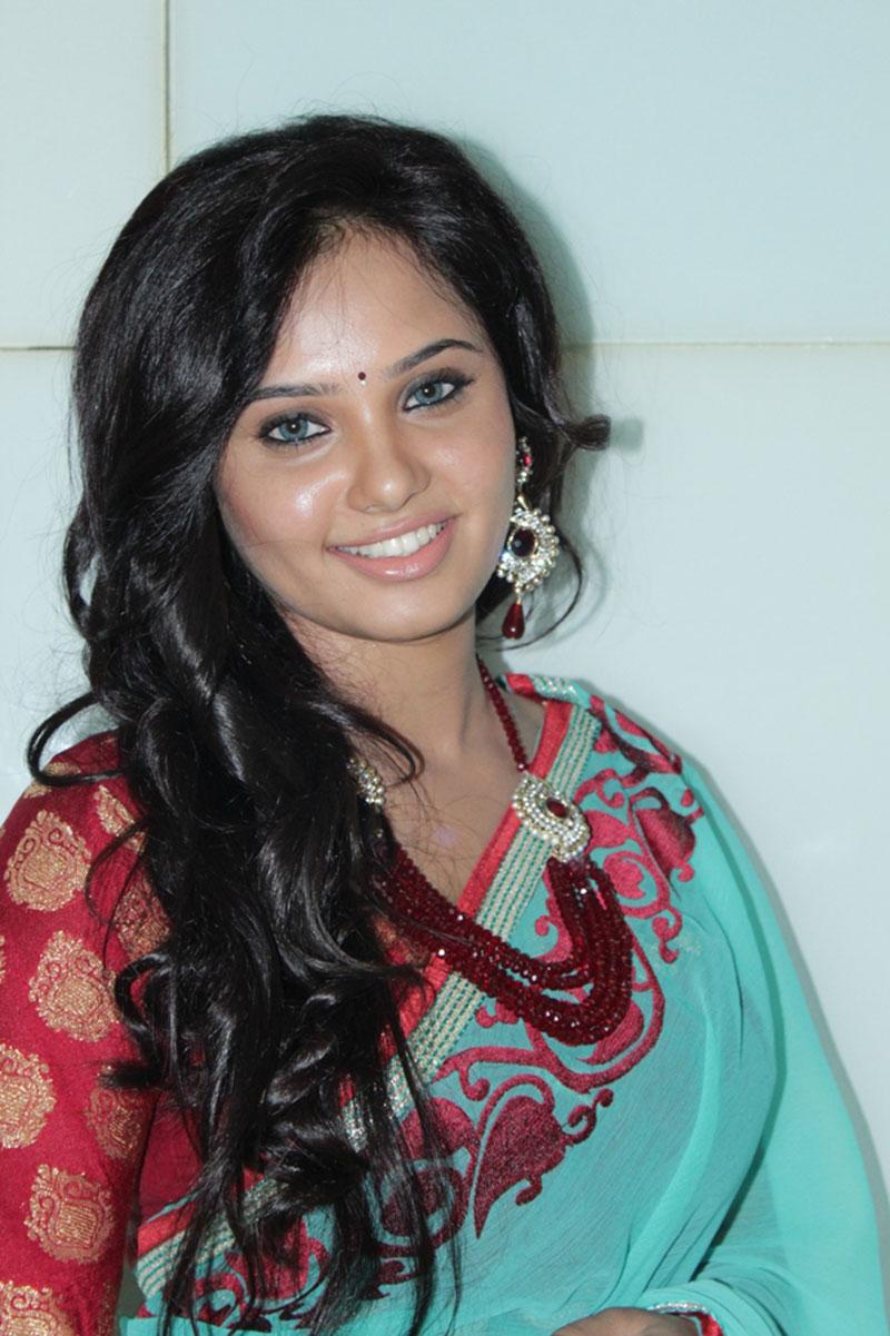 Kannada Actress Aarushi In Green Saree - Trionic 88 Tube Sex-5517