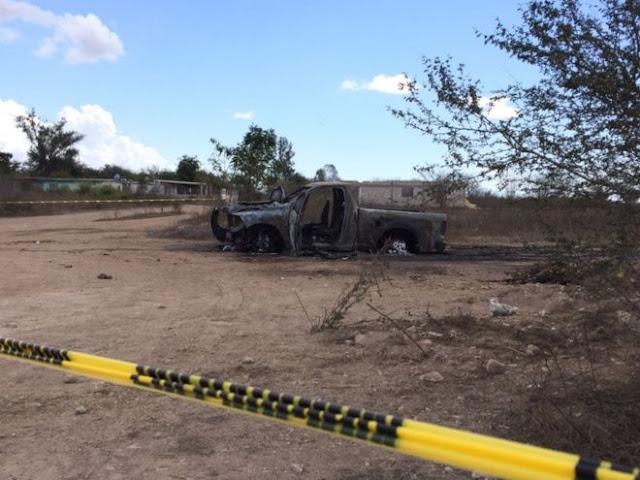 """Fotografías camioneta calcinada, granadas y armamento decomisado tras balacera entre Sicarios de los """"Chapitos"""" y """"Los Dámasos"""" en Sinaloa"""