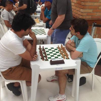 Confronto entre GMs na última rodada: Mekhitarian (brancas) x Cubas