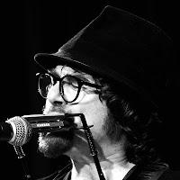 https://musicaengalego.blogspot.com/2018/05/fotos-anxo-blas-na-etrad-en-vigo.html