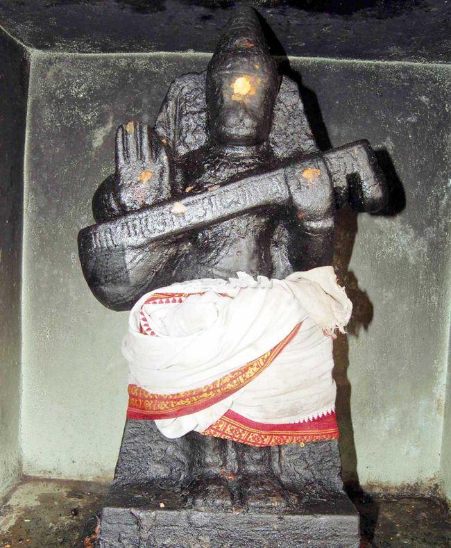 Closer View Of Veena Anjaneyar At Sri Singeeswarar Temple