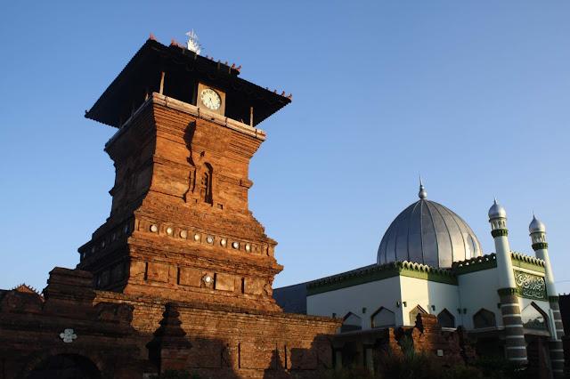 Masjid Kudus Mencerminkan Adanya Interaksi Budaya Jawa, Hindu, dan Islam
