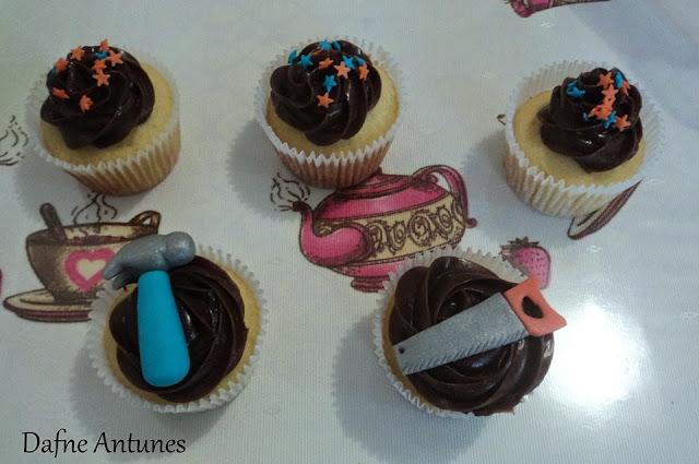 cupcakes de ferramentas - serrote, martelo - handsaw, hammer