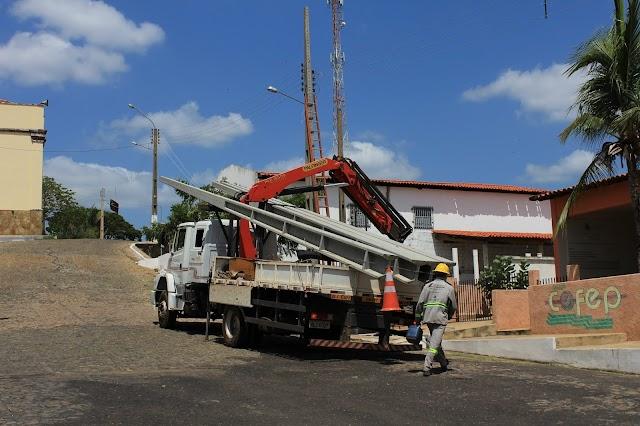 Equatorial Energia troca postes para atender demanda elétrica do novo Fórum de Elesbão Veloso