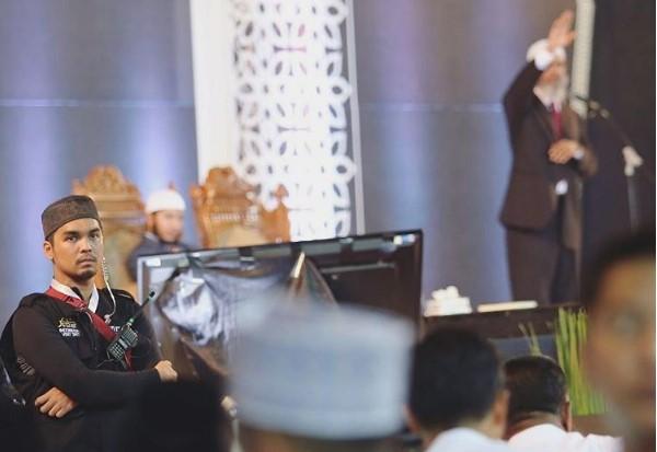 Yang Terlupa dari Ceramah Zakir Naik di Bekasi, Artis FTV yang Sibuk Pegang HT