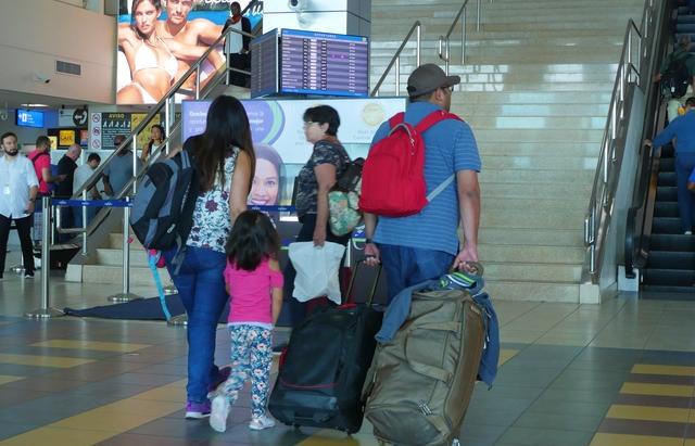 Extienden vigencia de permisos de salida de menores del país