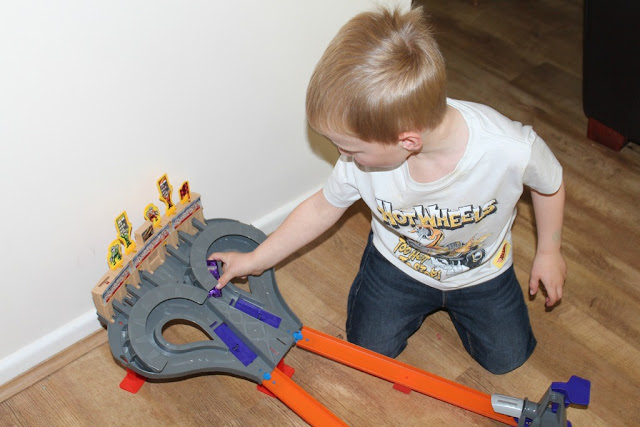 playing with hot wheels