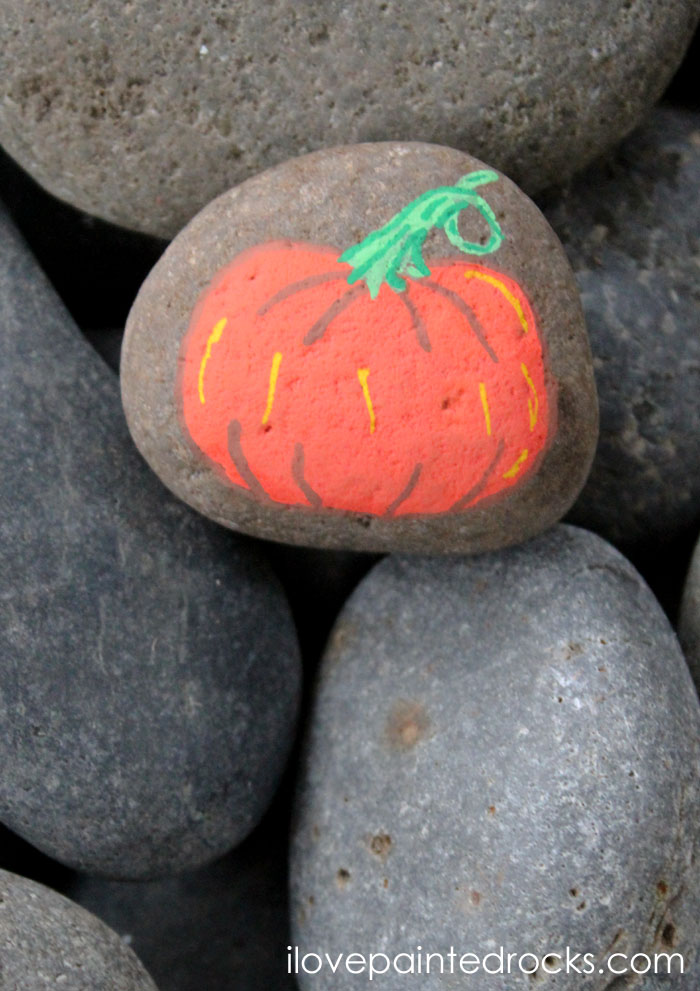 How to draw a pumpkin on a painted rock with Posca pens