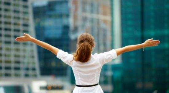 أربع خطوات تستطيع القيام بها يوميا لتجلب السعادة و تحقق مبتغاك