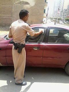 مرور ميت غمر يطبق قانون الانتظار الخاطئ للسيارات