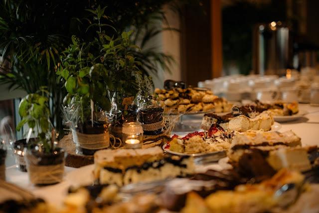 Ciasta upieczone przez bliskich Pary Młodej na wesele.