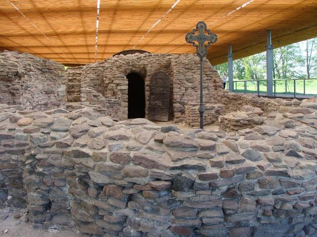 Kaplica przy palatium na Ostrowie Lednickim