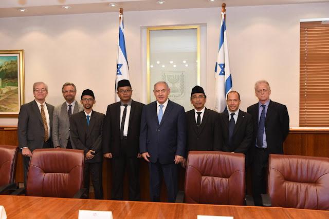"""Pamerkan Pertemuan dengan Staquf, """"Bibi"""" Israel: Saya Senang Banyak Muslim Dekat Israel"""