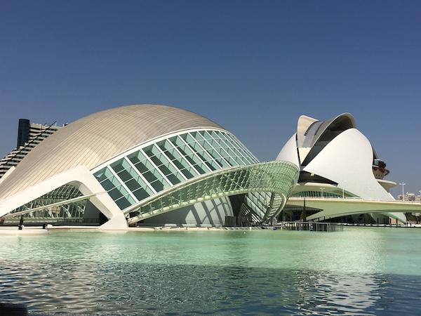 Valencia trockengelegte flussbetten architektur und ein for Architektur valencia