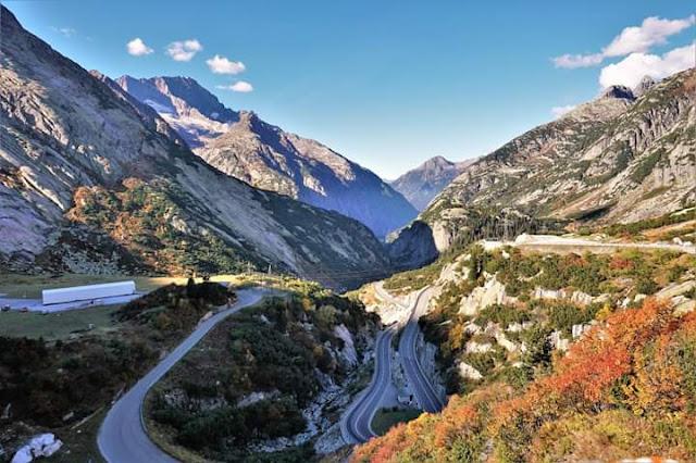 Gambar Pemandangan Alam Indah di Swiss Jalan Berkelok