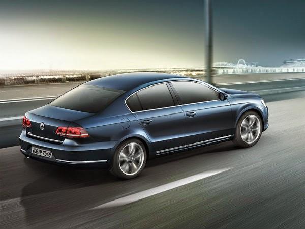 Volkswagen Passat 2014 вид сзади и сбоку
