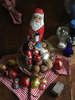 Schokoladennikolaus im Walnussglas