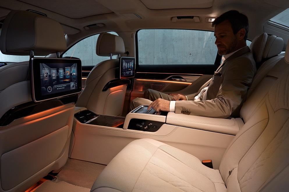 Η BMW επεκτείνει την ευρυζωνική συνδεσιμότητα για αυτοκίνητα και μοτοσικλέτες