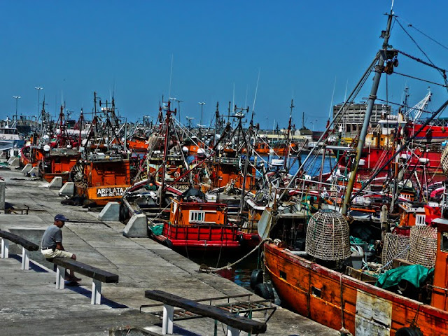 Fotos de barcos anclados en puerto