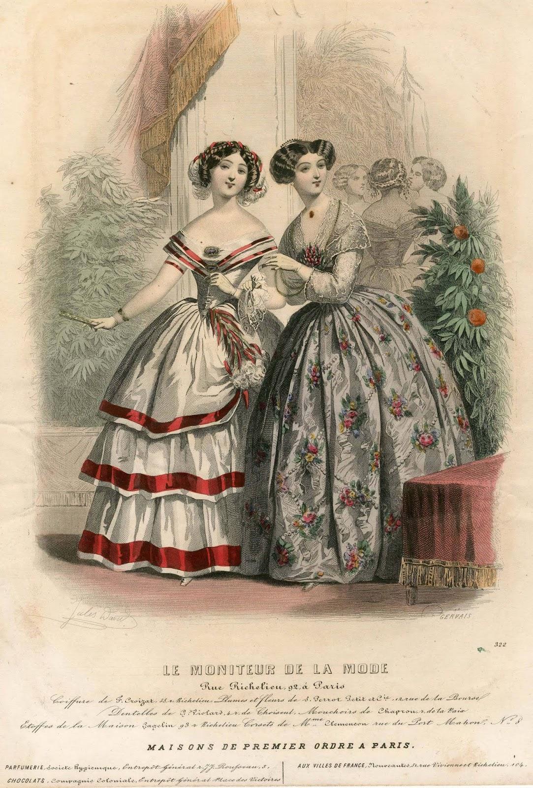 2a51104c96a Estélyi ruha fehér taftból alul egy széles csipkével, fehér moire antique  tunikával és derékkal, ezek arany zsinórozással ékítve.