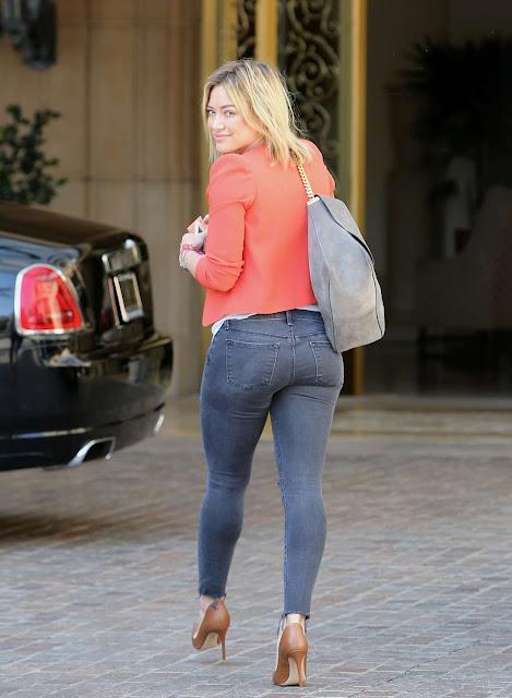 Todo Internet está viendo el nuevo trasero de Hilary Duff; recuperó su figura y todo eso salió