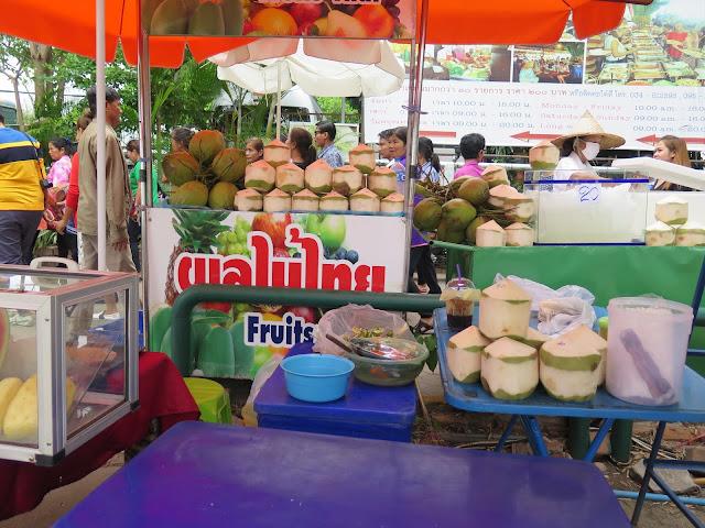 Puestos de coco junto al Puente sobre el Río Kwai