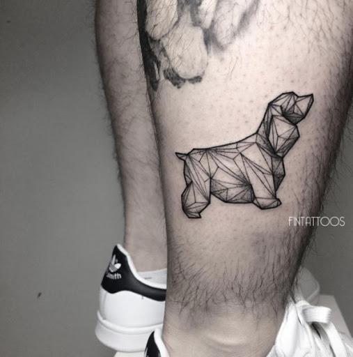 Esta baixa poli cão tatuagem