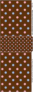 Etiqueta Tic Tac para imprimir gratis de  Lunares Celeste y Rosa en Fondo Chocolate.
