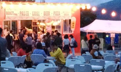 前夜祭はいろいろな催し物があります